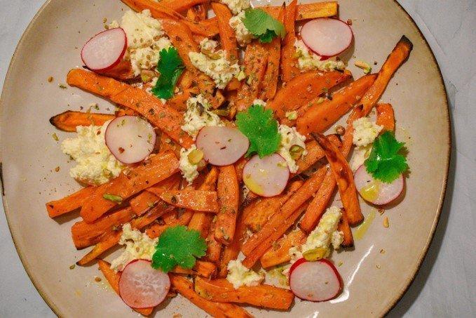 Salade de patates douces au requeixo et pistaches croquantes