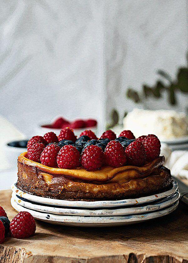 Tarta de requeixo con frutos rojos y miel
